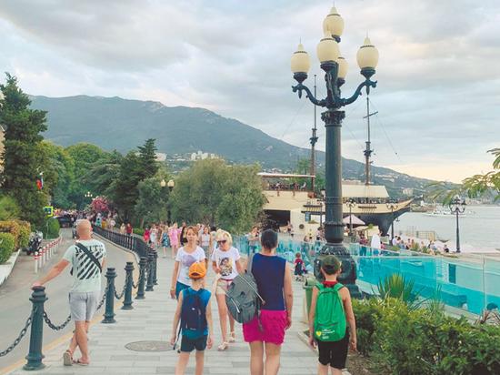 """""""С москвичей нужно больше драть"""": особенности современного крымского отдыха"""
