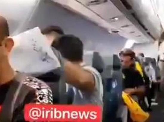 Несколько пассажиров иранского лайнера травмировались из-за опасного сближения истребителя