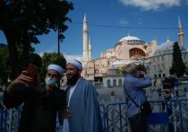 Первую за восемьдесят с лишним лет пятничную мусульманскую молитву в стенах легендарной Айя-Софии, бывшего византийского собора Святой Софии, решено провести 24 июля в Стамбуле
