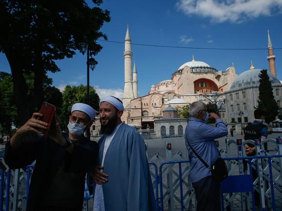 В первом за многие десятилетия намазе в бывшем соборе заявлено участие Эрдоган