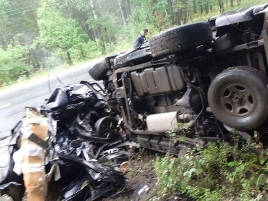 В Челябинской области в ДТП автомобиль разорвало на части, водитель погиб