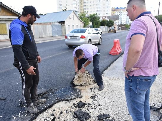 Орловский депутат снял руками кусок новой дороги