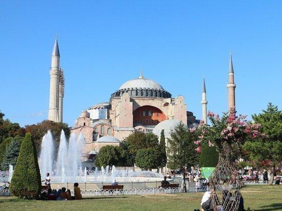 Доступ в район Айя-Софии в Стамбуле полностью закрыли