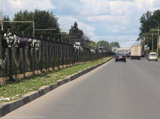 В Рязани приводят в порядок разделительные полосы на Московском шоссе