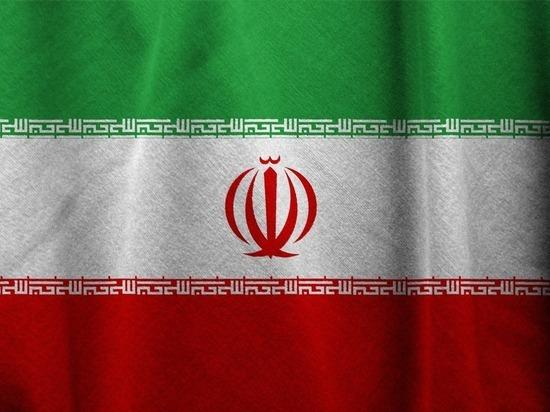 Иран раскритиковал действия истребителя США при встрече с лайнером