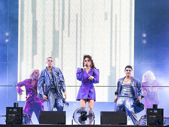 Выступление 24 июля поп-исполнительнице сорвала также депутат Бобровская