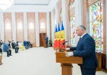 Президент Молдовы вручил государственные награды за усердный труд