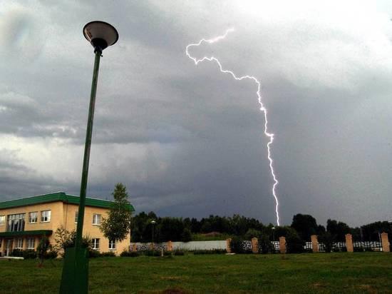 В МЧС рассказали, как не попасть под удар молнии