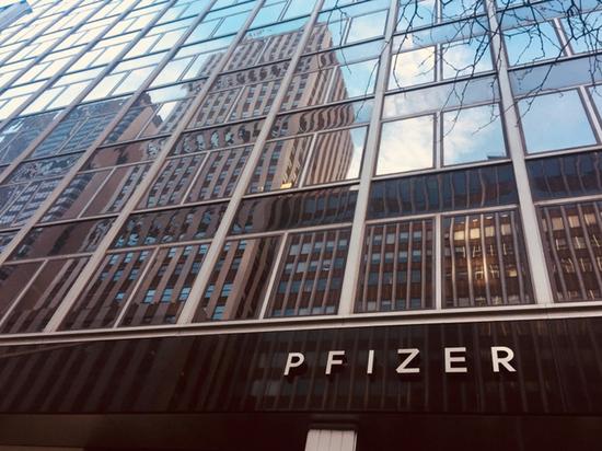 Pfizer получил 1.95 млрд. на производство вакцины к концу года