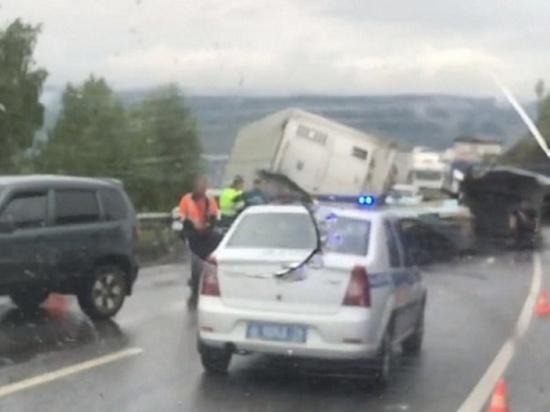 На М-5 в страшном ДТП с грузовиками погиб человек, четверо ранены