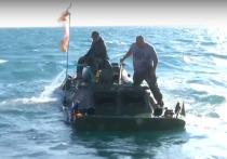 Опубликовано видео затопления бронемашины в Керченском проливе