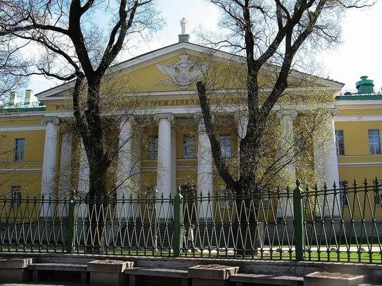 Три «ковидных» стационара в Петербурге вернутся к обычной работе с 27 июля