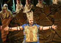 Новую рекомендацию Роспотребнадзора в театрах назвали выстрелом в голову