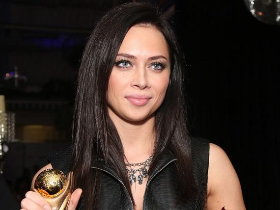 """Самбурская рассказала о готовности показать голую грудь: """"Я не монашка"""""""