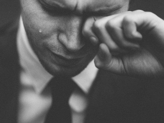 Российским мужчинам посоветовали плакать