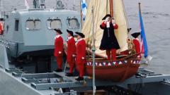 Путин на фоне Медного всадника открыл военно-морской парад