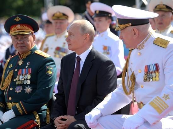 Президента в Санкт-Петербурге окружали только военные и ветераны флота