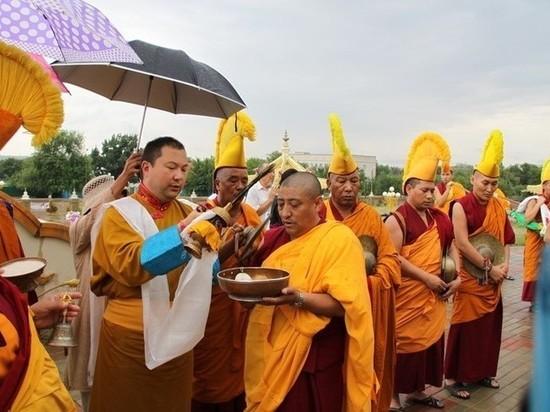 Монахи Калмыкии будут просить у неба дождя