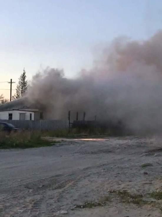 Жилой дом сгорел в Коротчаево: люди просят о помощи