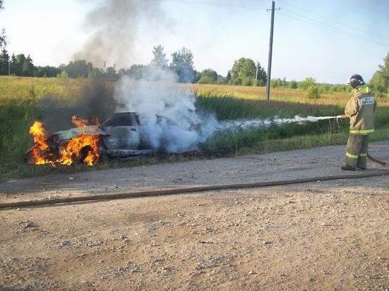 В Гарях Ивановской области сгорел автомобиль