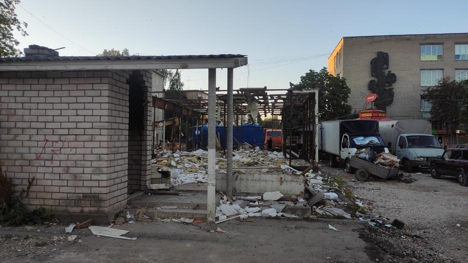 В Пскове снесли здание магазина сантехники на Яна Фабрициуса , фото-1