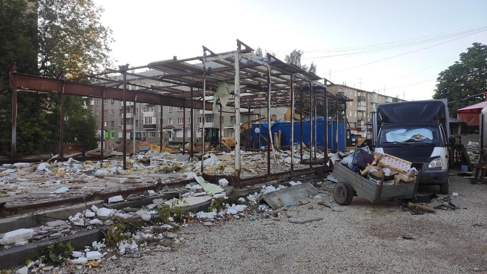 В Пскове снесли здание магазина сантехники на Яна Фабрициуса , фото-2