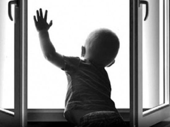 Из окна кировского дома выпал ещё один ребёнок