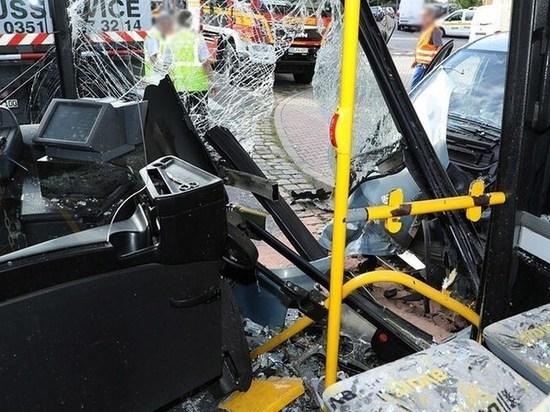 Германия: Семь человек получили ранения в результате аварии на общественном автобусе в Дрездене