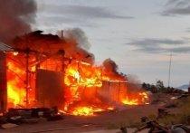 В Братске сгорел такелажный цех с двумя машинами