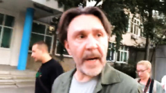 """""""Я вас люблю"""": Шнуров с колонной прогулялся по Хабаровску"""
