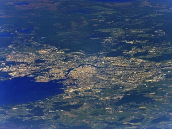 Бортинженер МСК опубликовал фото парада ВМФ из космоса