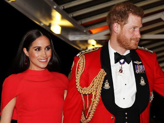 Почему внуки британской королевы перестали разговаривать друг с другом