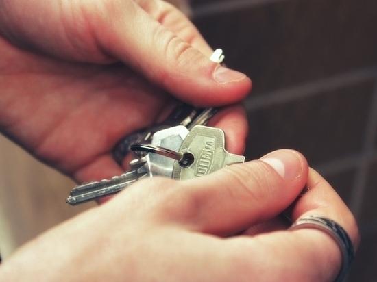 Шесть великолукских сирот получили жильё благодаря прокуратуре