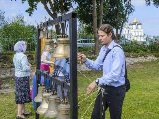 Во всех псковских храмах в 12.00 состоится колокольный звон