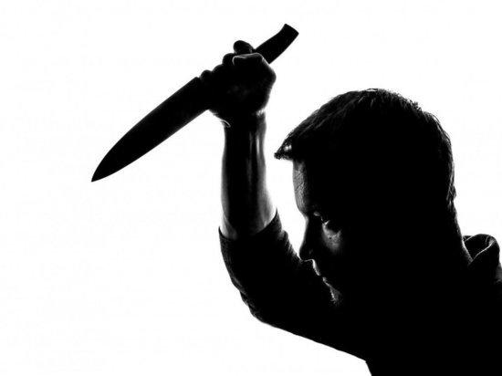 Великолучанин избил 22-летнюю девушку и грозился ее убить