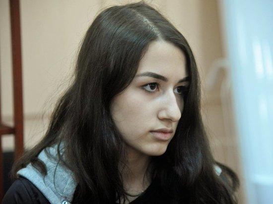 Ее мать Аурелия Дундук, в отличие от дочери, сильно нервничала