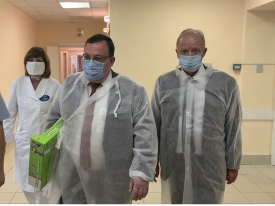 Власти навестили доставленную санавиацией пациентку ОДКБ