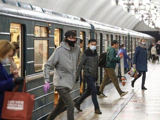 В Московском метрополитене продолжаются рейды по проверке соблюдения масочного режима