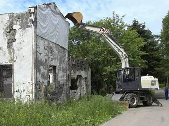 На Сахалине избавятся от старых и брошенных строений