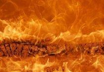 Частный дом в Салаире вспыхнул из-за неосторожного курения
