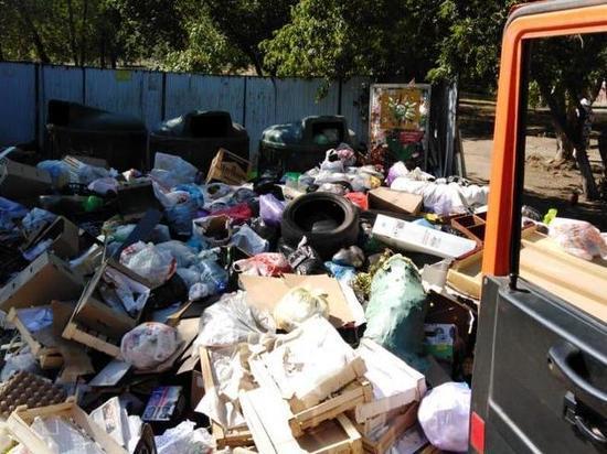 В Оренбурге продолжается скандал с уборкой мусора
