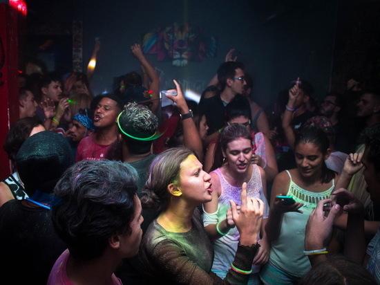 «Ковидные вечеринки» завоевывают мир