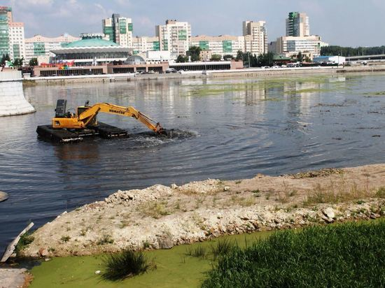 Южноуральцам рассказали, как в регионе следят за качеством воды в озерах и реках