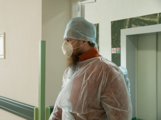 Кадыров навестил шейха в коронавирусном госпитале в Грозном
