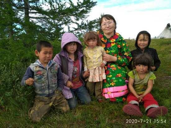 В Панаевской тундре Ямала дошколят учат грамоте в сезонной кочевой группе