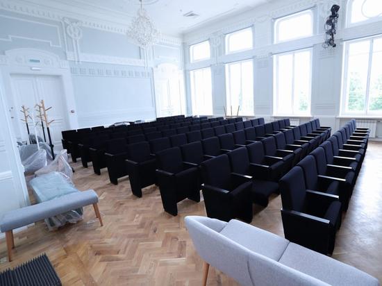 Скандальные стулья для псковской музыкальной школы отправили на экспертизу