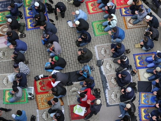 В Курбан-байрам мусульман Петербурга попросили остаться дома
