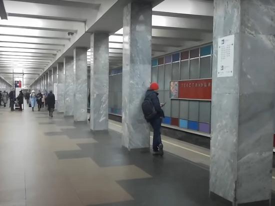 В метро Москвы пассажир упал на пути