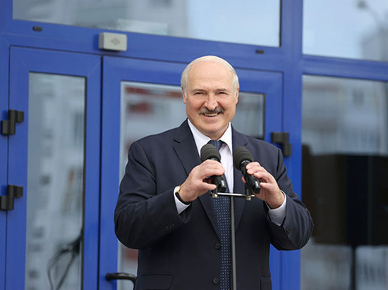 Чтобы создать такое впечатление, президент Белоруссии признался, что перенес болезнь на ногах