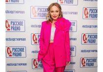«Престарелая Барби»: фанаты высмеяли розовый наряд жены Меладзе